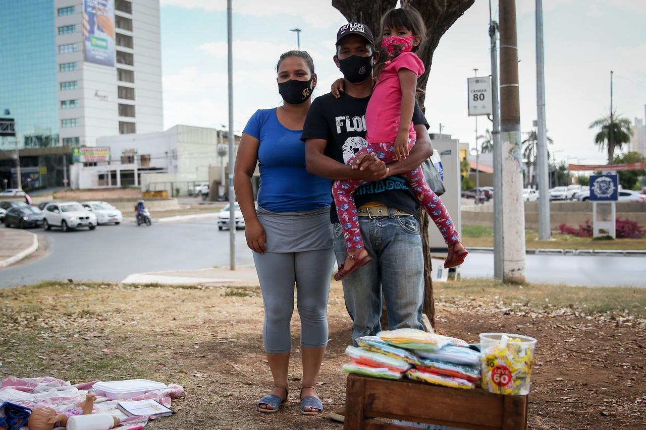 Venezolanos luchan por hallar empleo en Brasil