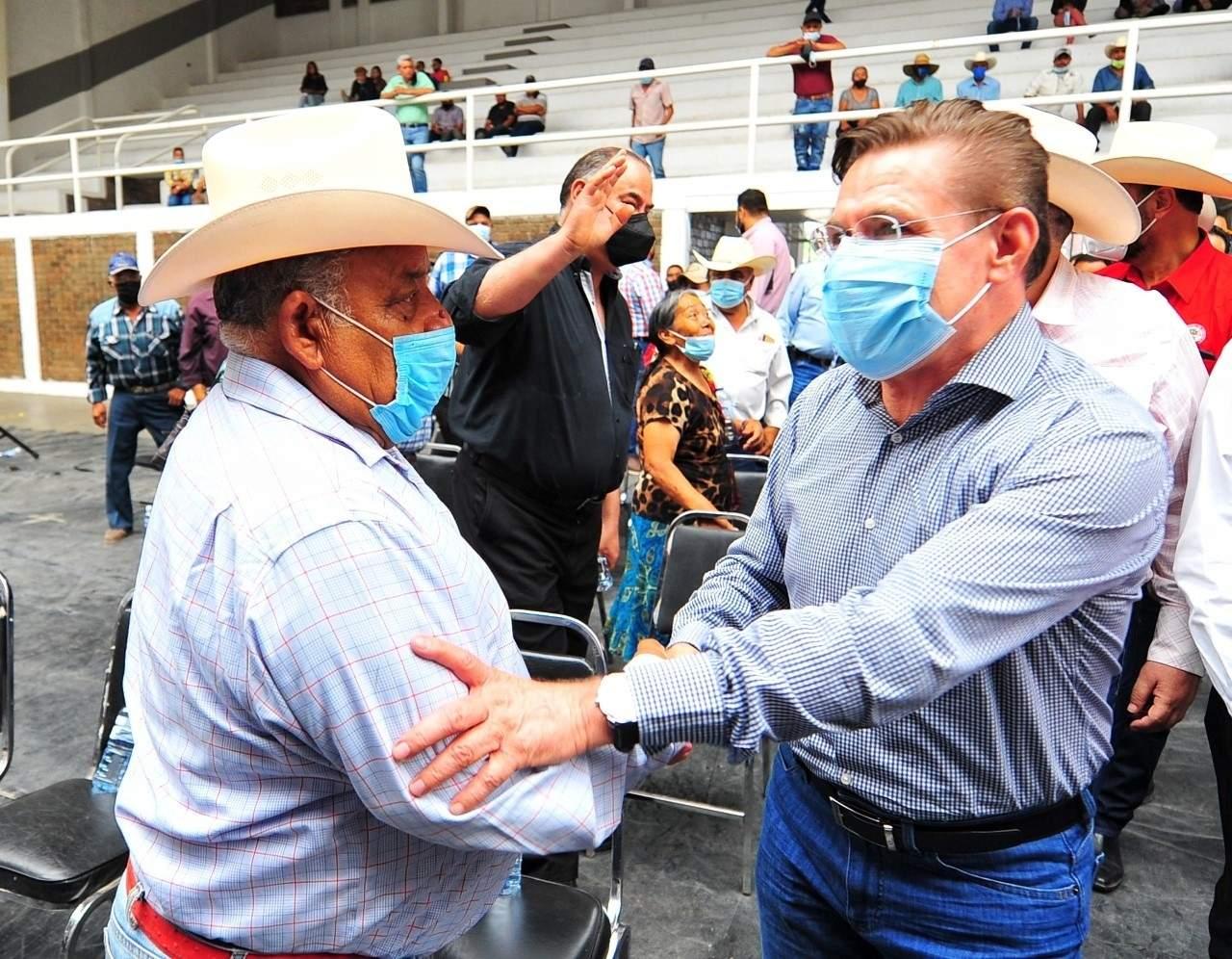 Atienden Gobierno Federal y Estatal a productores afectados por sequía
