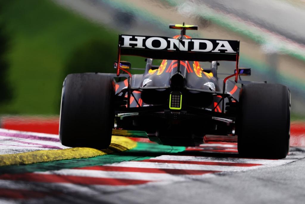 'Checo' Pérez queda en cuarto en el GP de Estirias; Verstappen se corona en primero