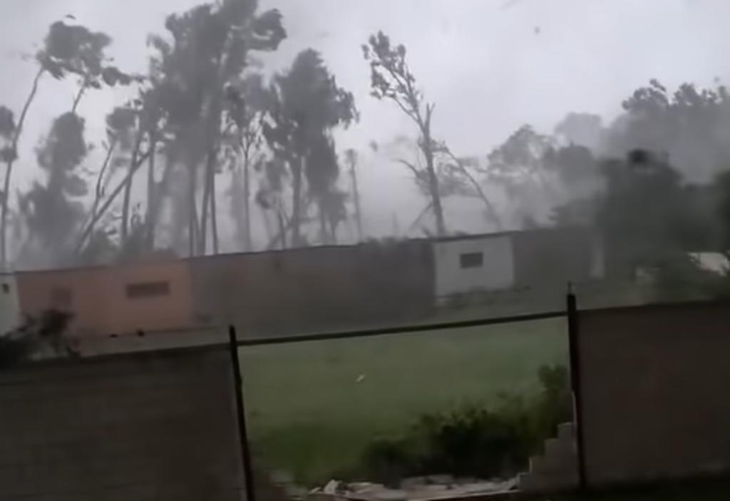 Hombre grabó el momento en el que un tornado azotó su hogar