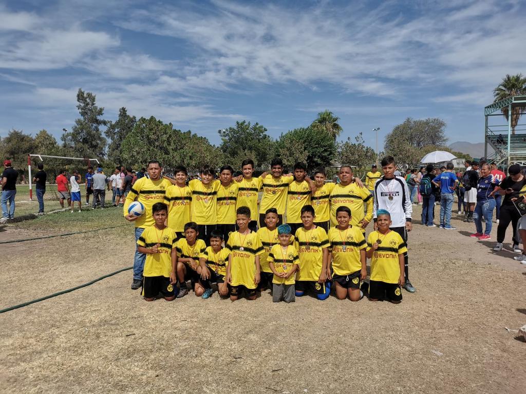 Pipiolos se corona en liga 'Fuerza Chelis'
