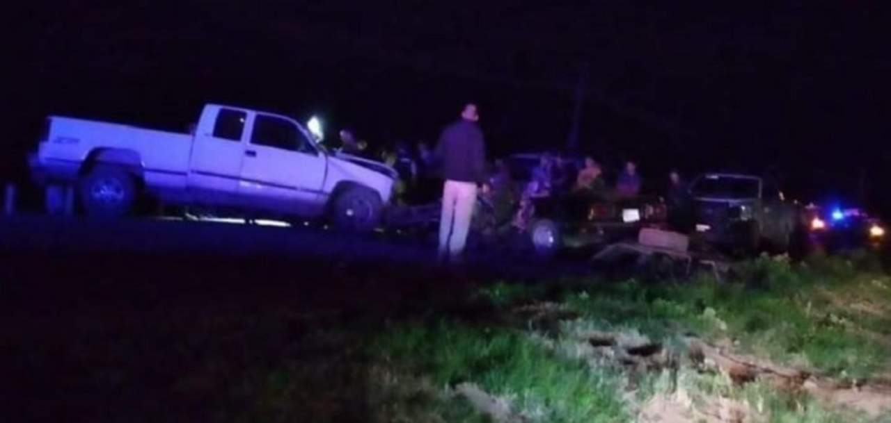 Jóvenes pierden la vida en accidente carretero en Poanas