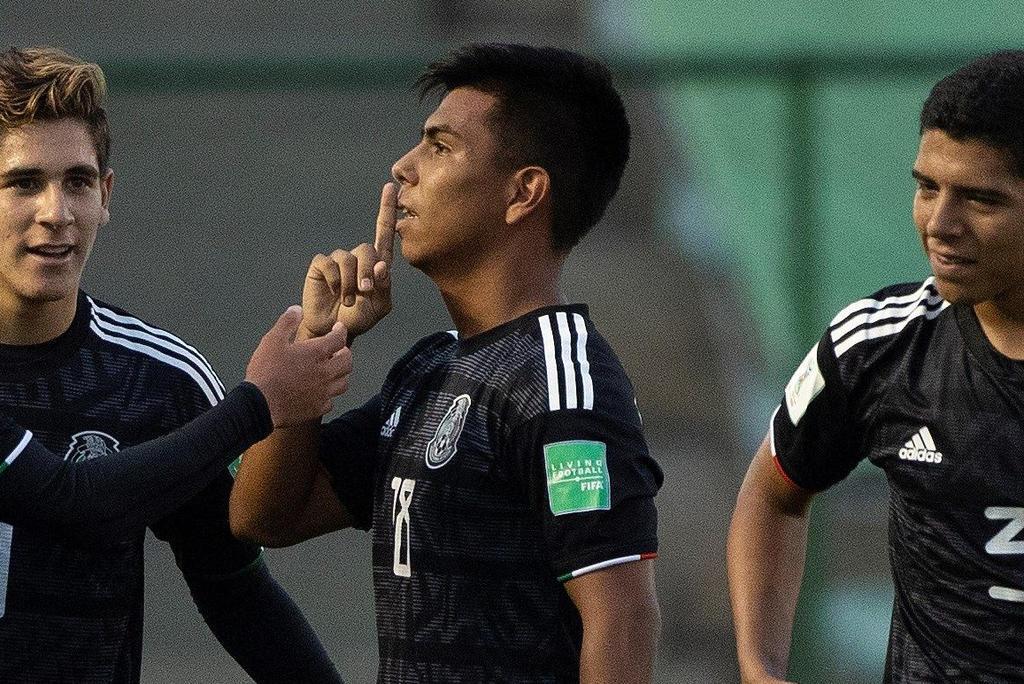 Efraín Álvarez toma el lugar de Rodolfo Pizarro en la Selección Mexicana