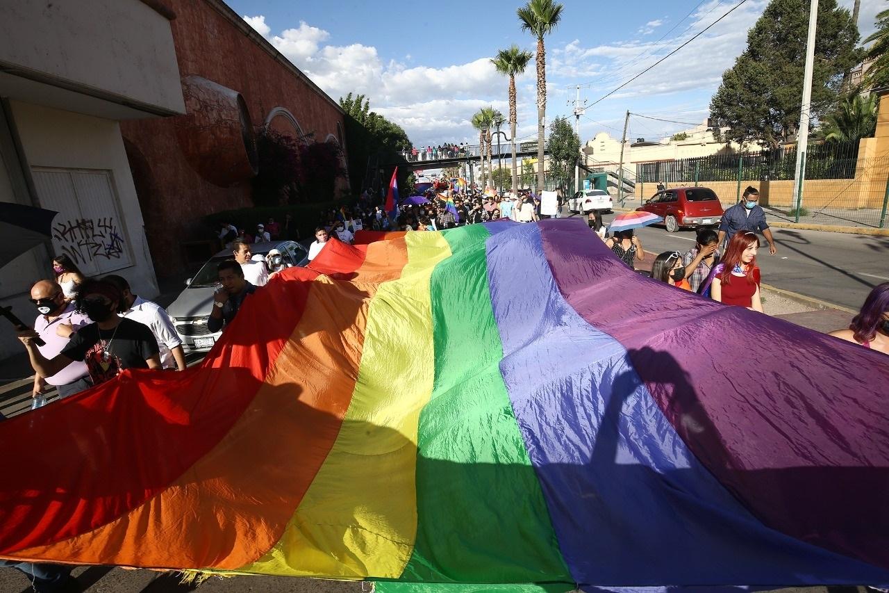 Marchan por el orgullo gay en Durango