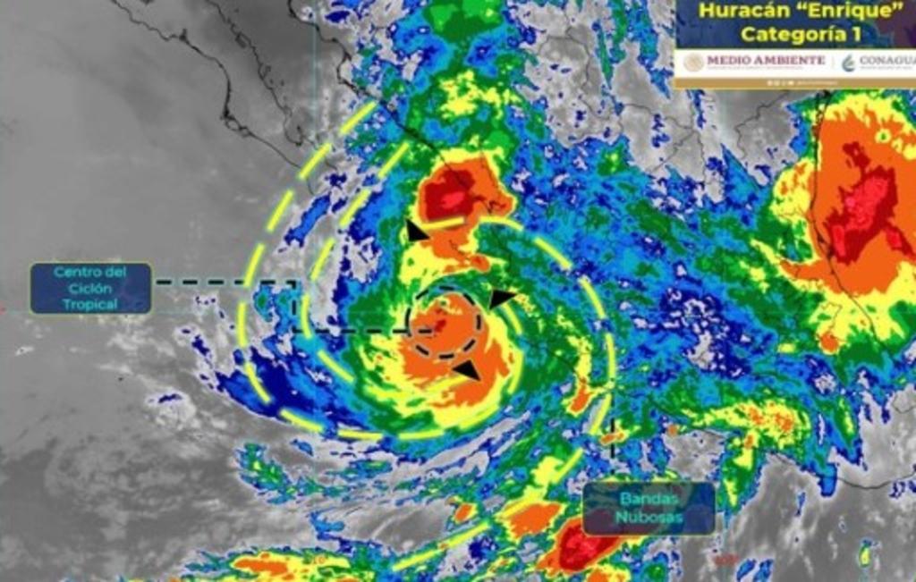 Huracán 'Enrique' pasa junto a la costa suroeste de México