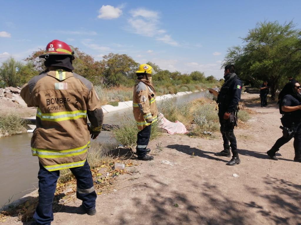 Localizan cadáver de un hombre flotando en canal de riego de Gómez Palacio