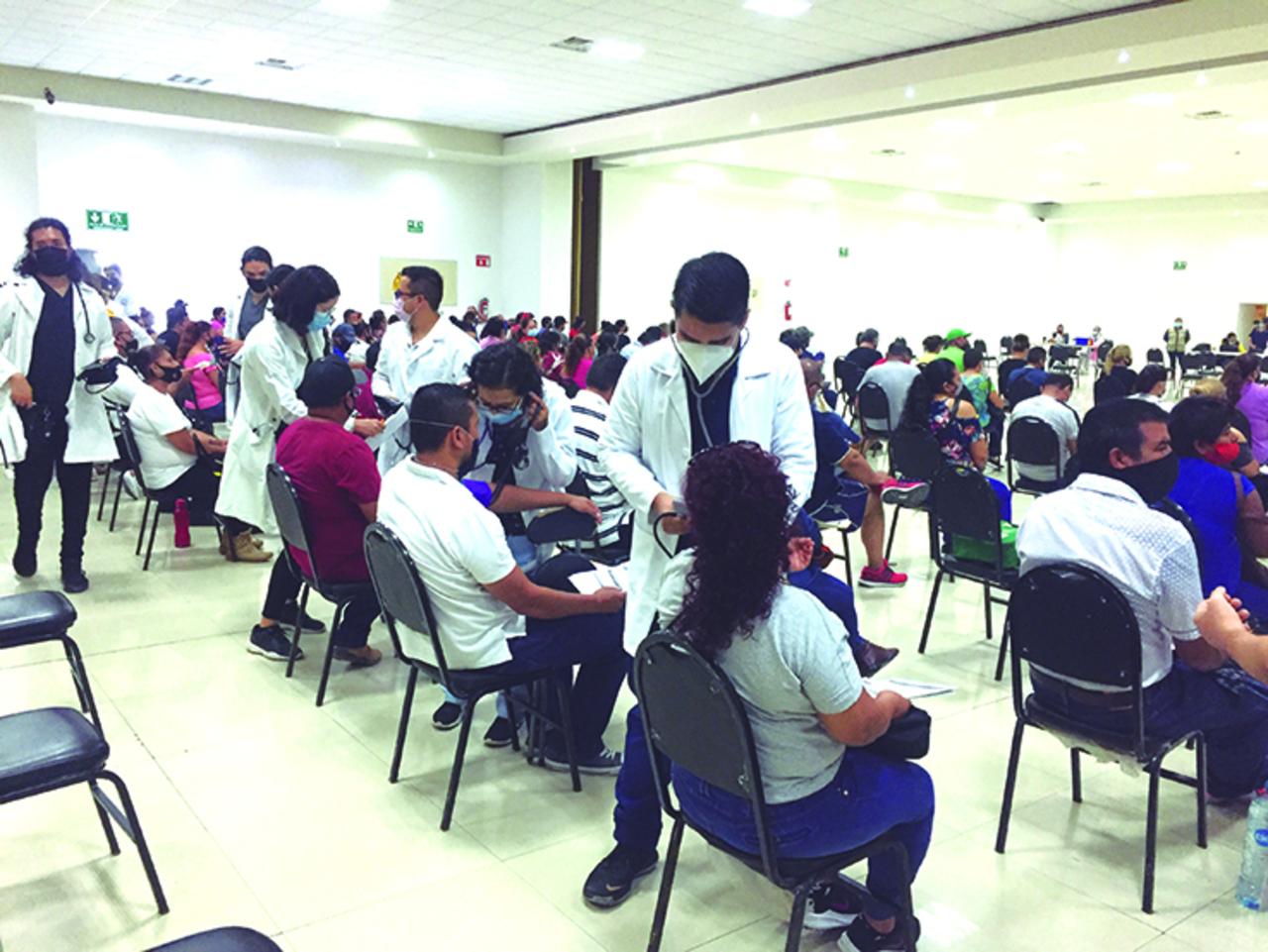 Responden adultos de 40 a vacunación en Gómez Palacio
