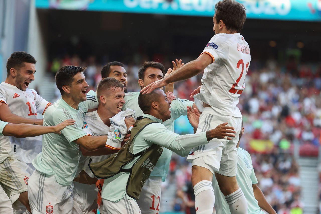 España avanza a cuartos