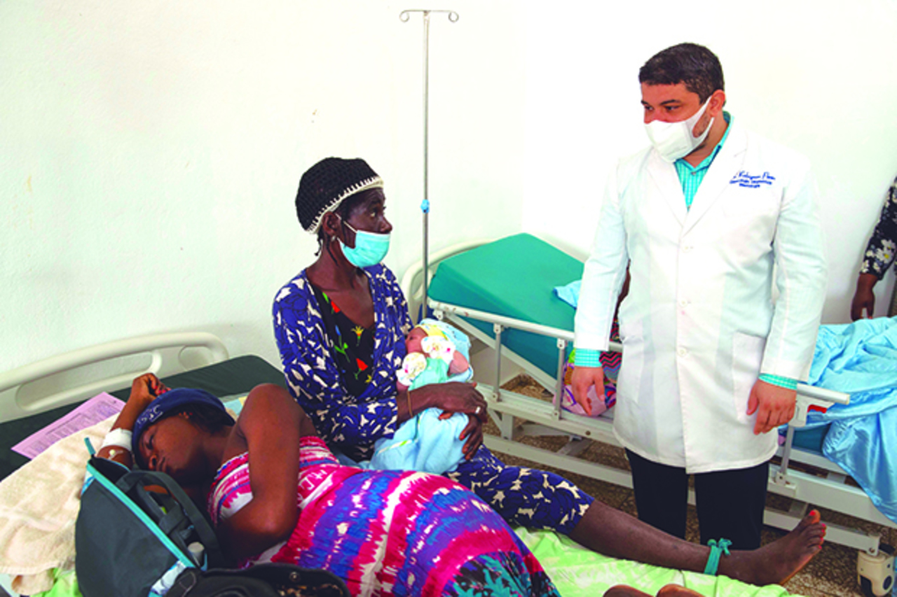 Anuncian cierre de hospital en Haití