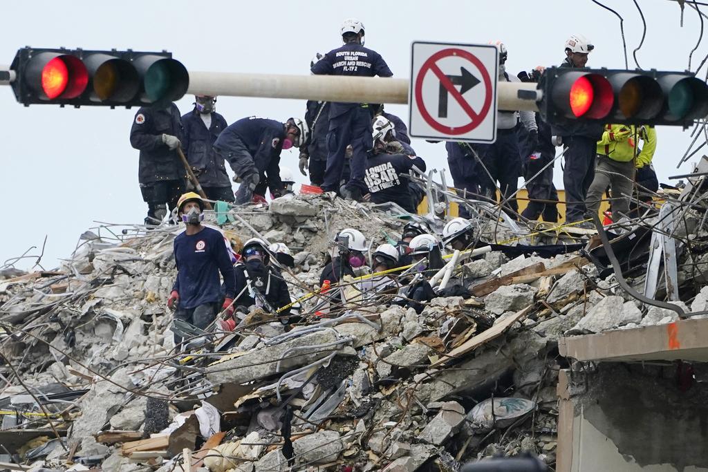 Víctimas de torre colapsada en Florida suben