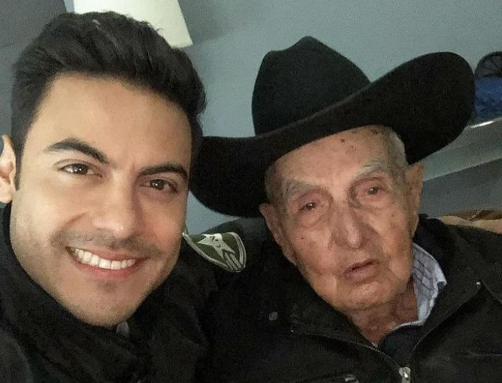 Carlos Rivera comparte su dolor por muerte de su abuelo