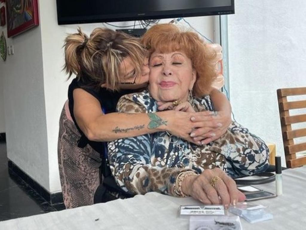 Hospitalizan a Silvia Pinal