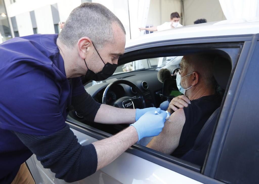 Más del 60 % de la población adulta de la Unión Europea ha recibido una dosis de la vacuna contra el COVID-19