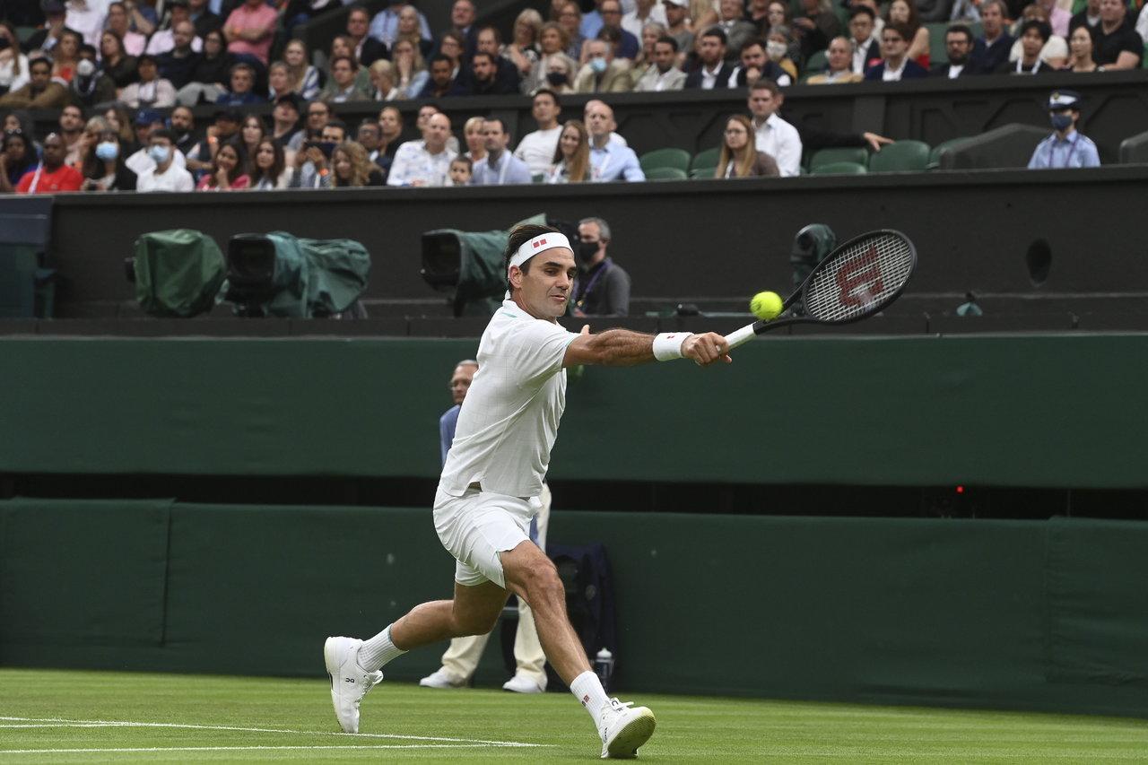 Roger Federer se salva de Adriann Mannarino y pasa de ronda en Wimbledon