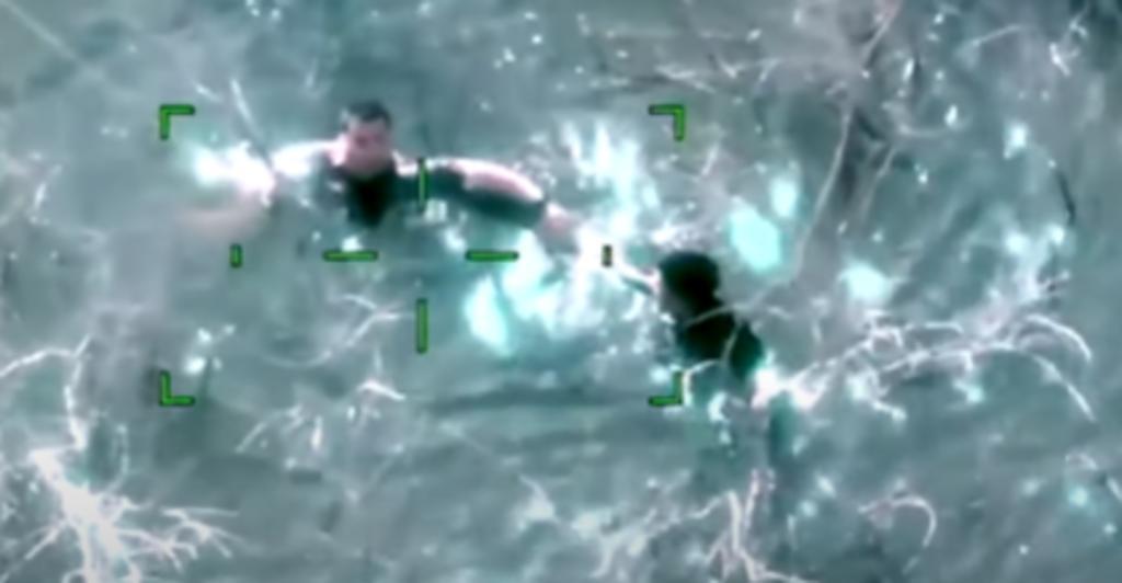Agente fronterizo es grabado rescatando a niño que se estaba ahogando en un estanque