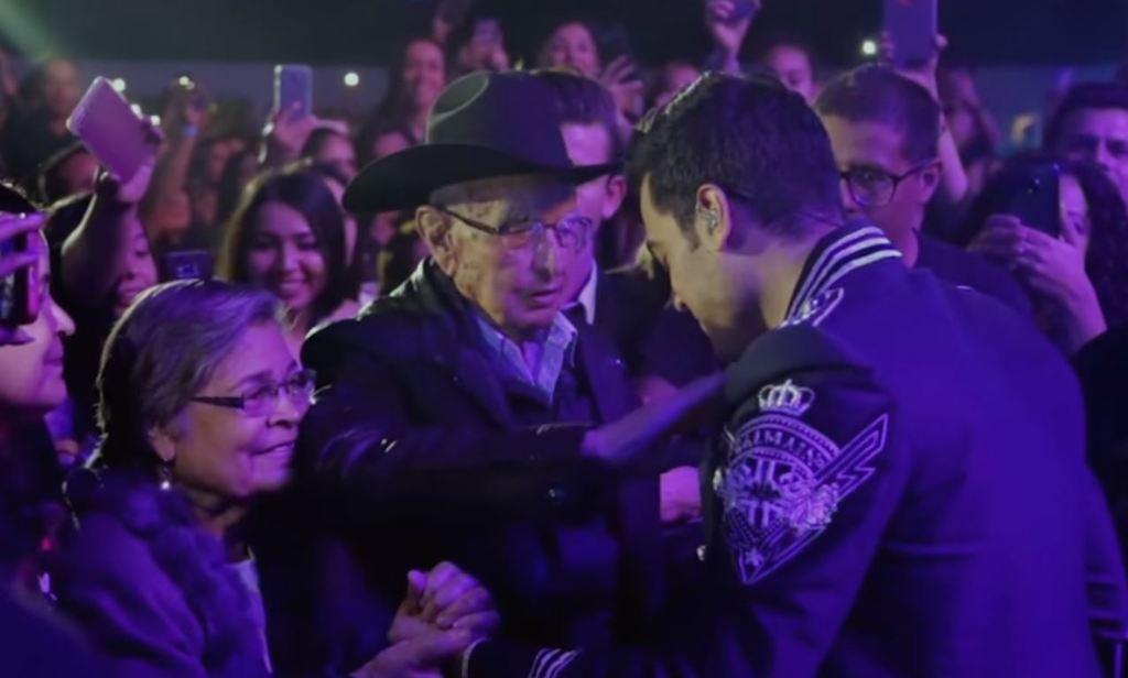 Abuelito de Carlos le dio su última bendición en Torreón