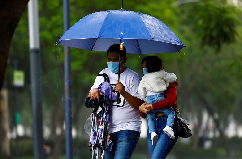 'Enrique' se degrada a depresión tropical muy cerca de Baja California Sur