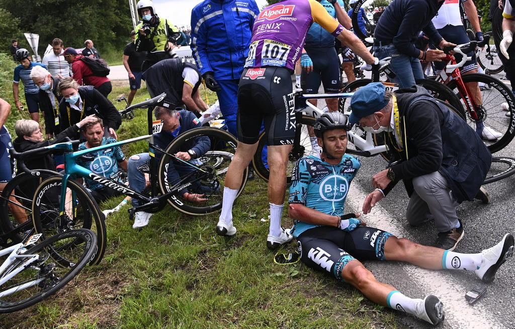 Detenida, espectadora que causó caída durante el Tour de Francia