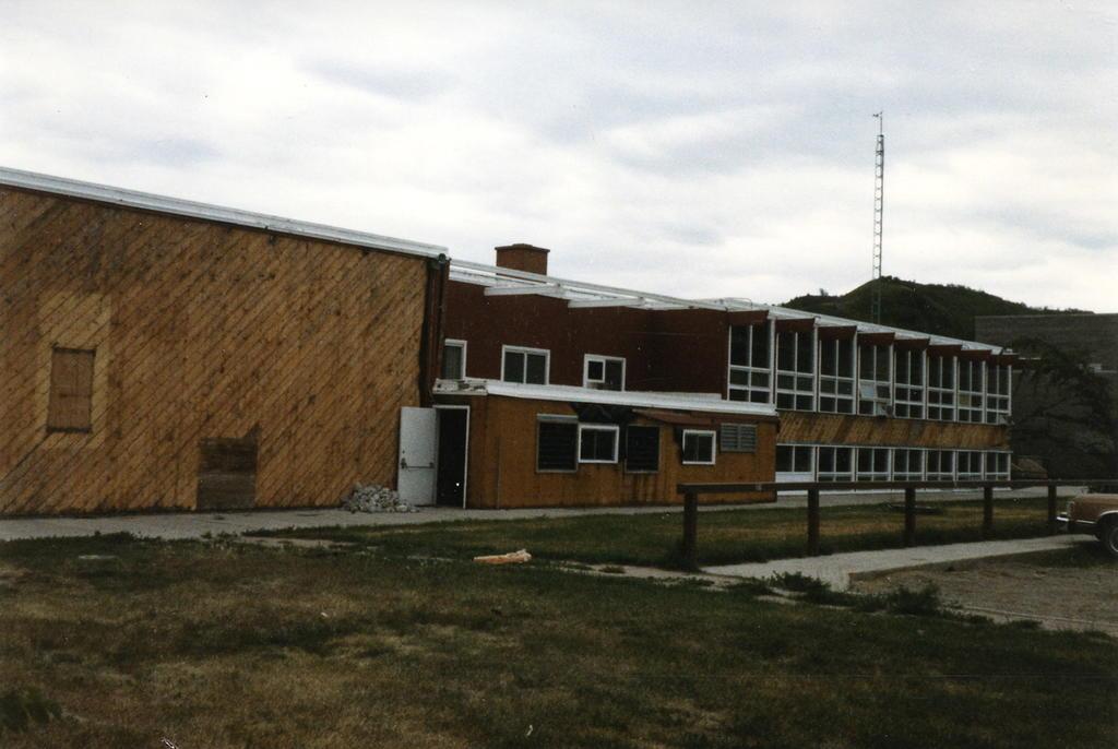 Al menos 182 tumbas han sido encontradas en un internado para indígenas canadienses