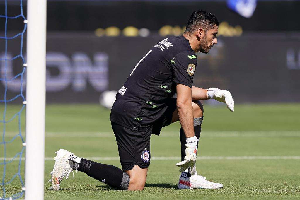 Jesús Corona será baja de Cruz Azul por varias semanas tras sufrir fractura