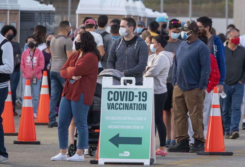 Los republicanos de Estados Unidos promueven las vacunas contra el COVID-19 con palabras; sus acciones son escasas