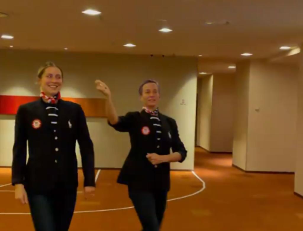 Megan Rapinoe y Abby Dahlkemper hacen su propia ceremonia de inauguración de Tokio 2020