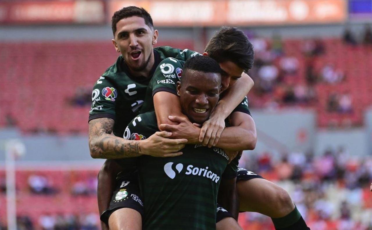 Santos aplasta al Necaxa