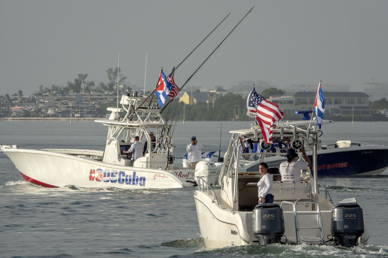 Con solo cuatro botes, parte flotilla de apoyo hacia Cuba