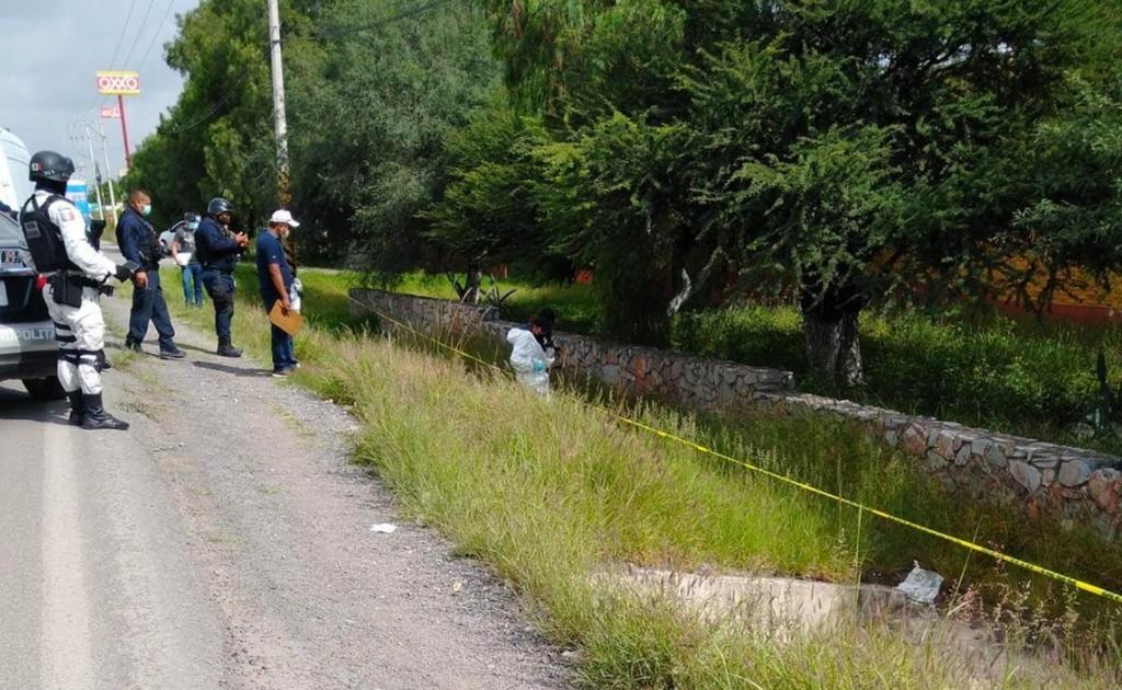 Localizan cadáver maniatado en carretera a Zacatecas