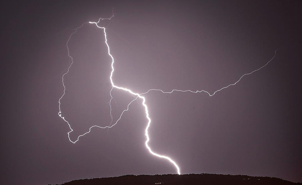 Hombre pierde la vida tras caerle un rayo a pocos metros de llegar a su casa en Durango