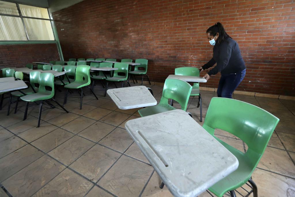 Riesgo epidemiológico pone 'en el aire' regreso a clases en La Laguna de Durango