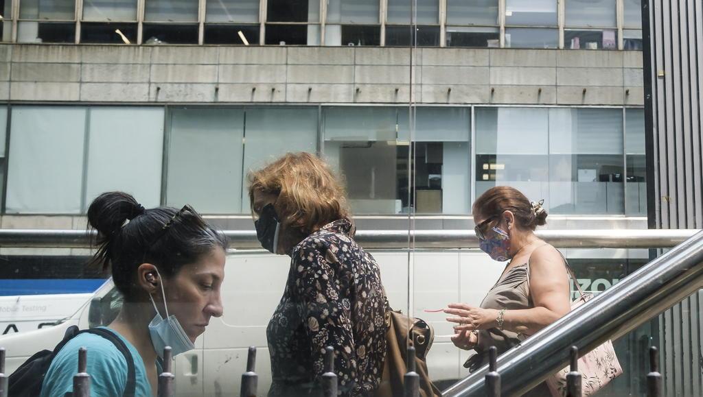 Estados Unidos se plantea volver a pedir que vacunados contra COVID-19 lleven cubrebocas