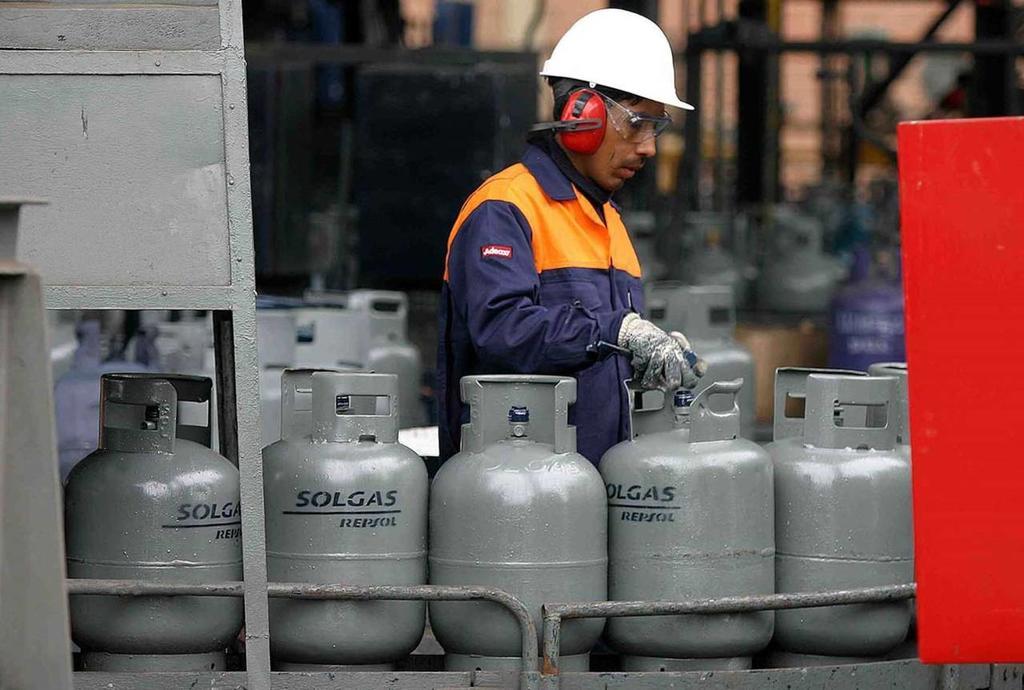 Expertos advierten desabasto en México por topar el precio al gas LP