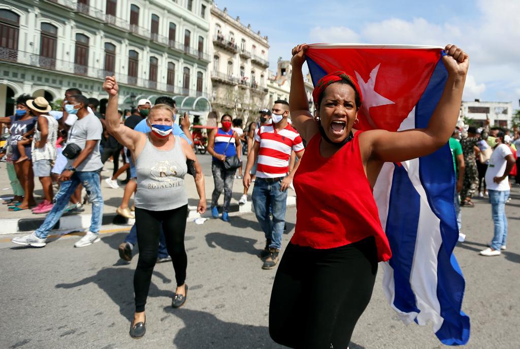 Joe Biden evalúa opciones para facilitar  el acceso a internet a cubanos