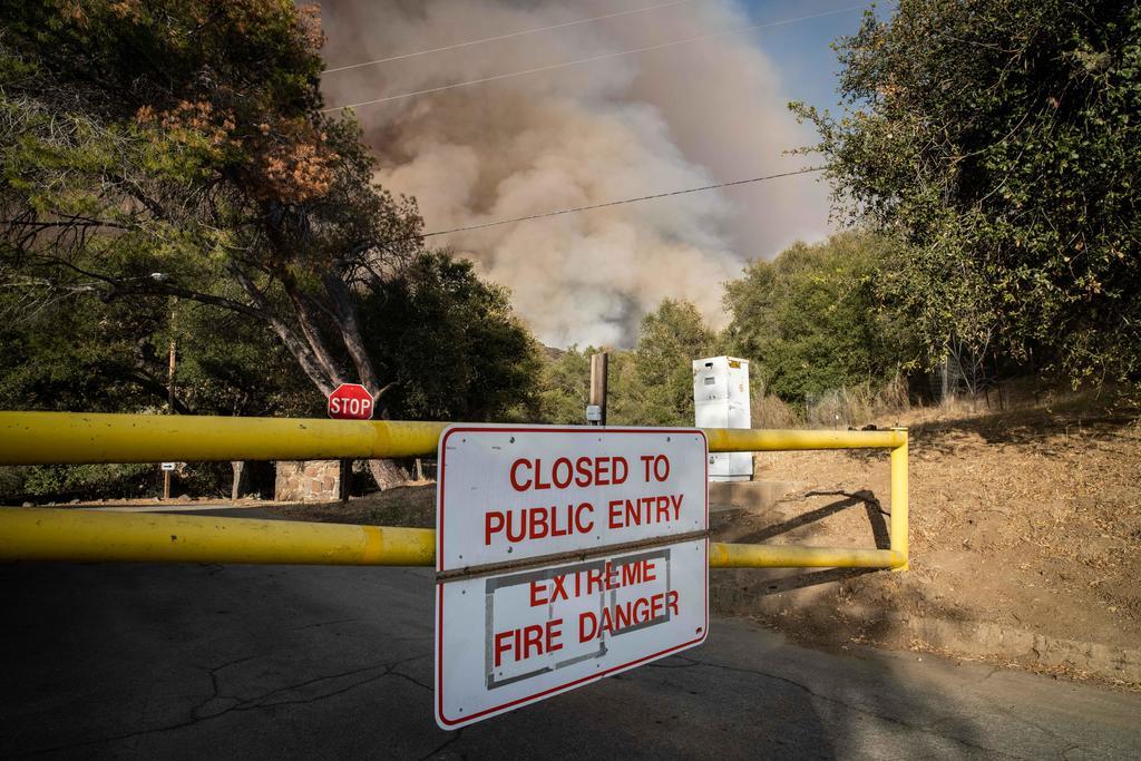 Un gran incendio provoca la evacuación de 8 mil personas en California