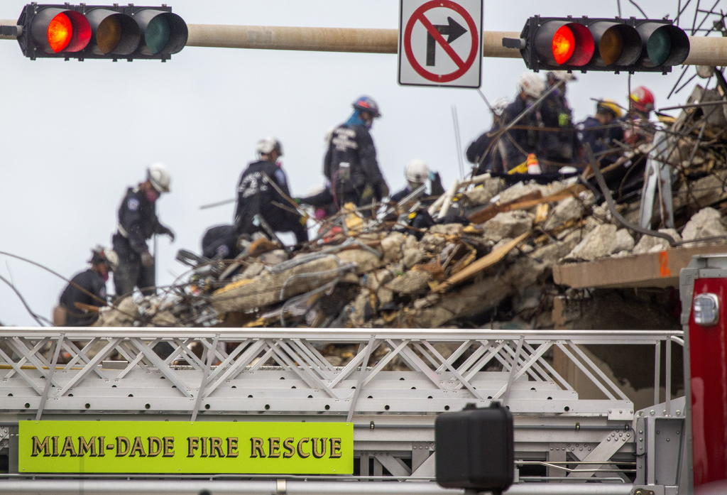 Autoridades suspenden labores de rescate en edificio derruido en Miami-Dade