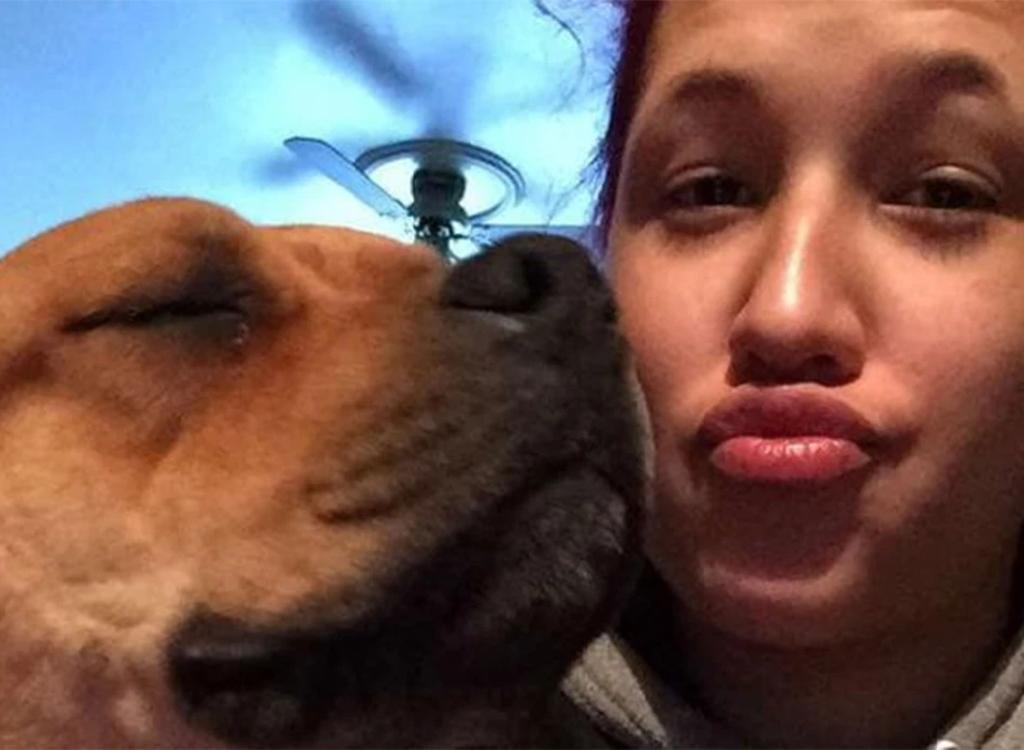 Mujer buscando un perro al que adoptar se reencuentra con su mascota perdida