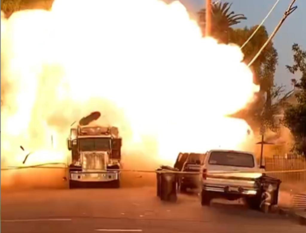 Detonación de pirotecnia ilegal hiere a 17 personas en Los Ángeles