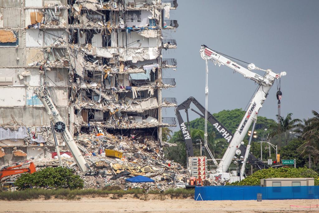 Reanudan operaciones de rescate en los escombros del edifico de Miami-Dade