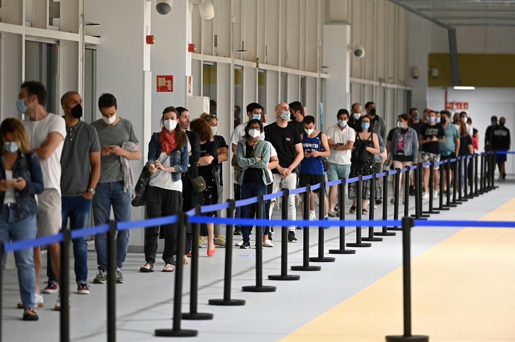 España entra en riesgo alto de contagio de COVID-19 con especial incidencia entre los jóvenes