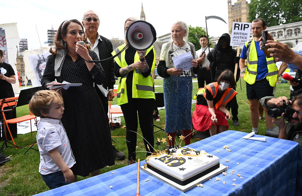 Los simpatizantes de JulianAssange piden su liberación en su 50 cumpleaños