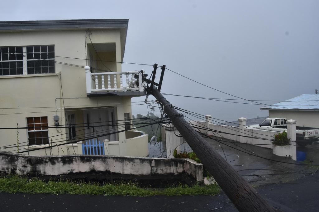Un hombre fue encontrado muerto bajo los escombros de su casa destruida por el huracán 'Elsa'