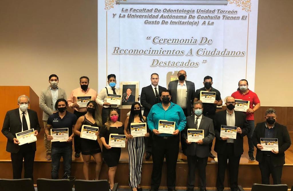 UAdeC entrega reconocimientos a atletas destacados