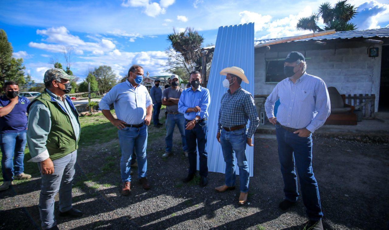 Familias de La Casita reciben láminas para sus viviendas