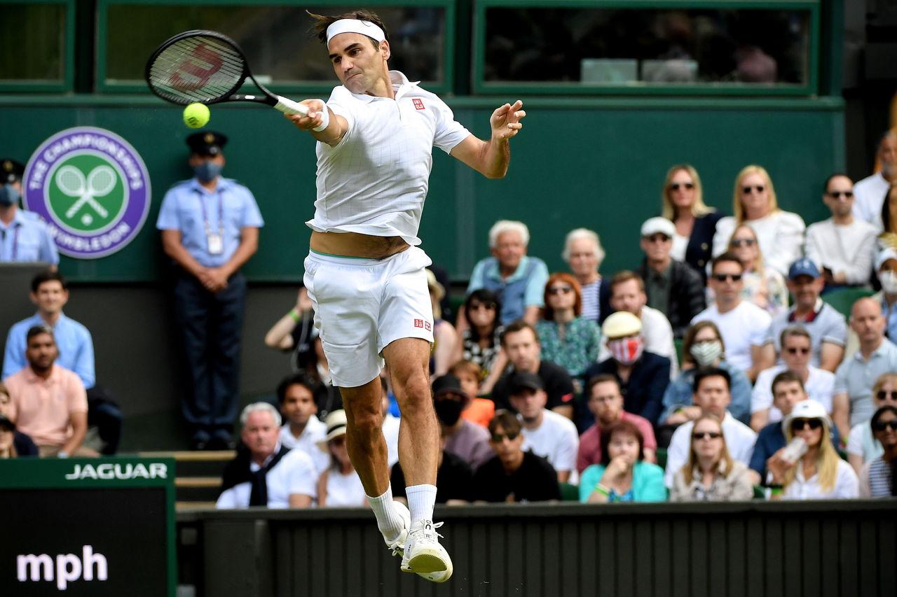 Federer avanza a octavos de final