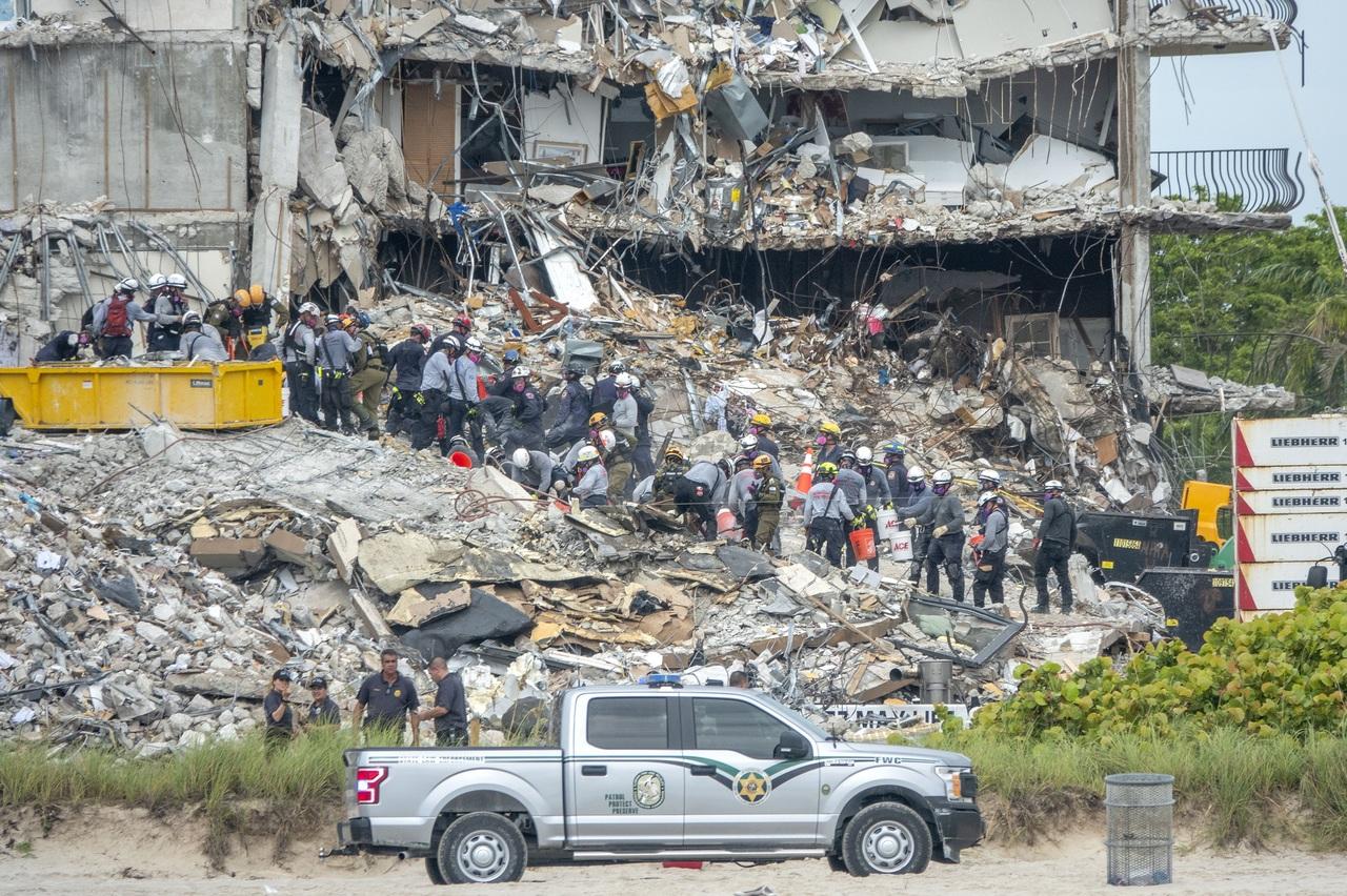 Van 24 fallecidos por el derrumbe en Miami