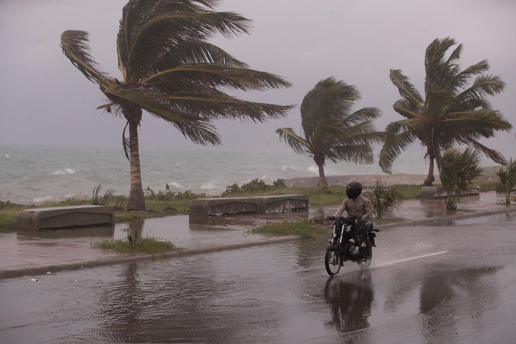 Tras dejar tres muertos en el Caribe, la tormenta tropical 'Elsa' surca los mares cubanos