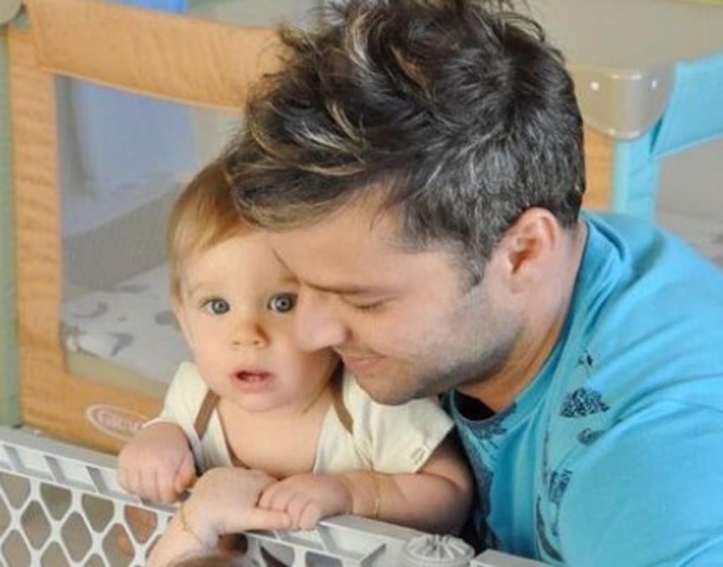 Ricky Martin exhibe homofobia al ser reportado por 'pedofília' en foto con su hijo