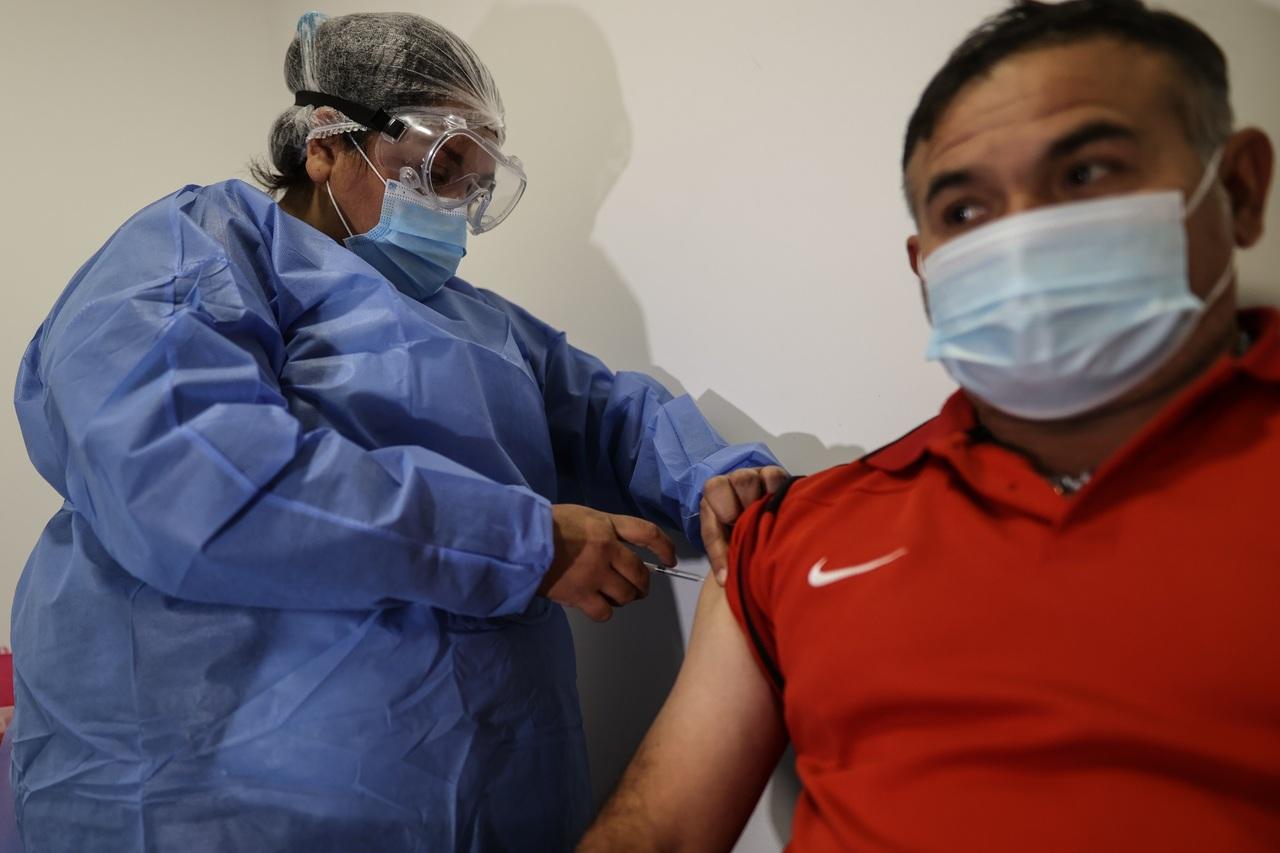 Avalan mezcla de vacunas en Argentina