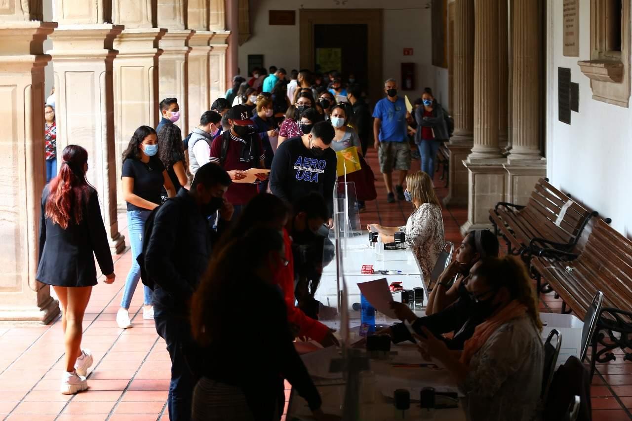 Se inscriben los nuevos alumnos en la UJED; 4 mil no pasaron